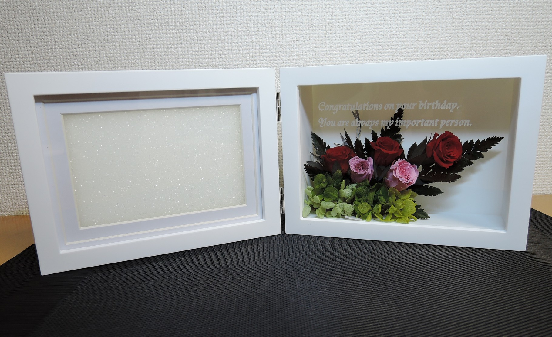 花器にメッセージを彫刻したプリザーブドフラワー