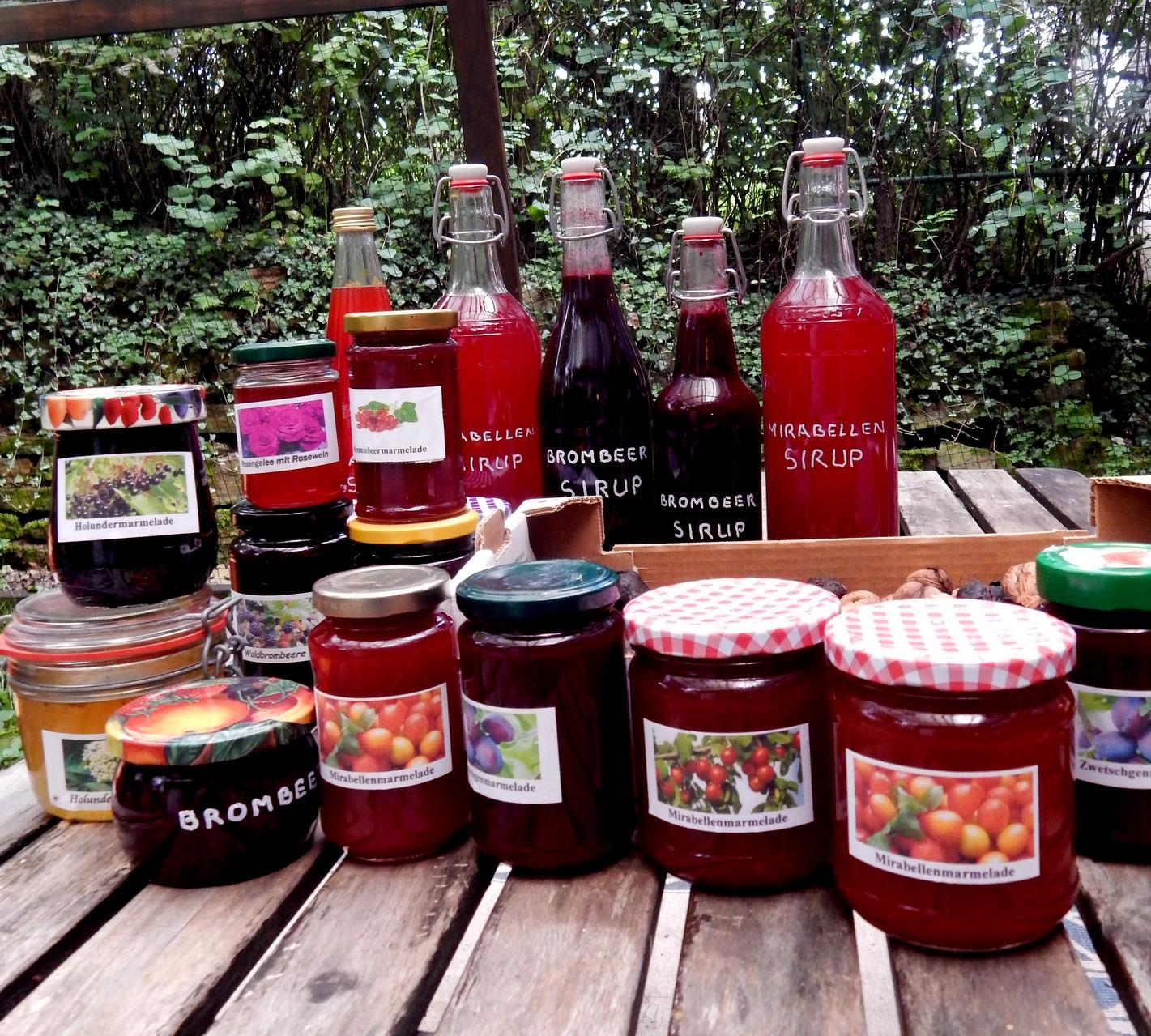 Sirup und Marmelade aus Brombeeren, Holunderbeeren, Zwetschgen und  Mirabellen