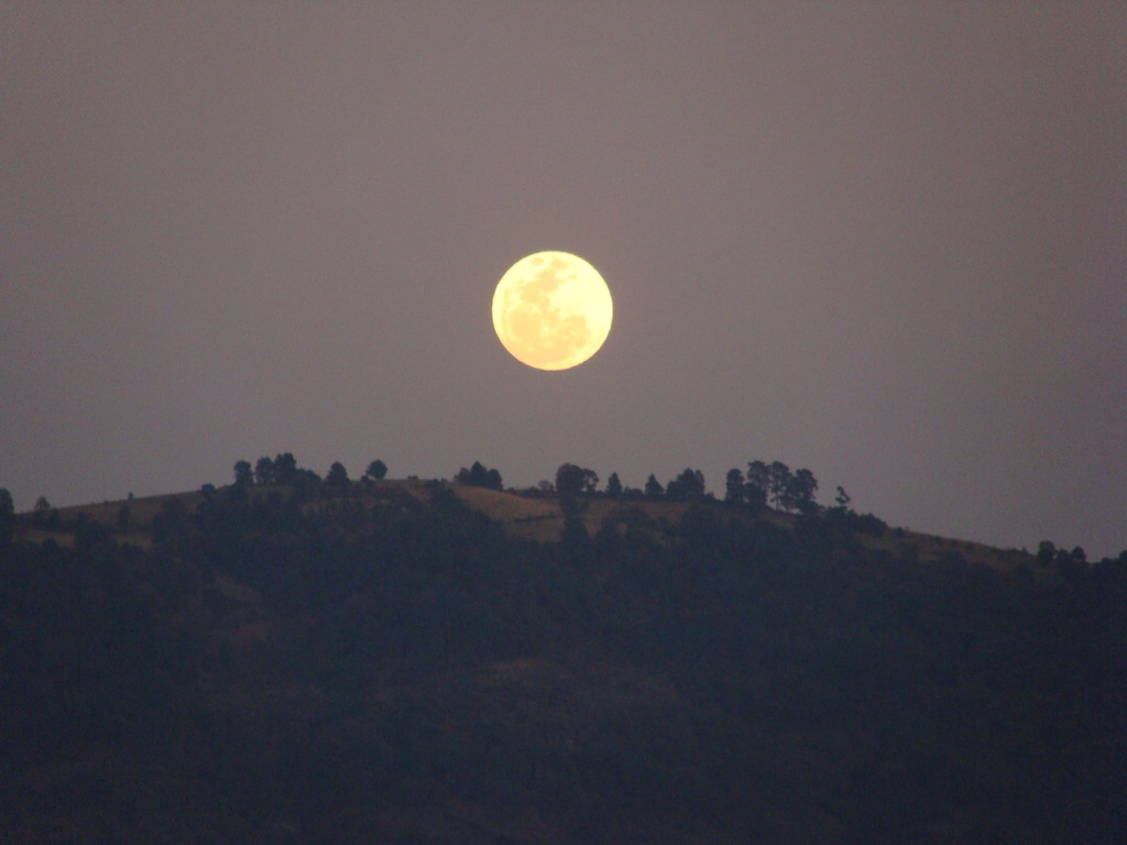 fullmoon foto taken from our retreat centre in Malinalco