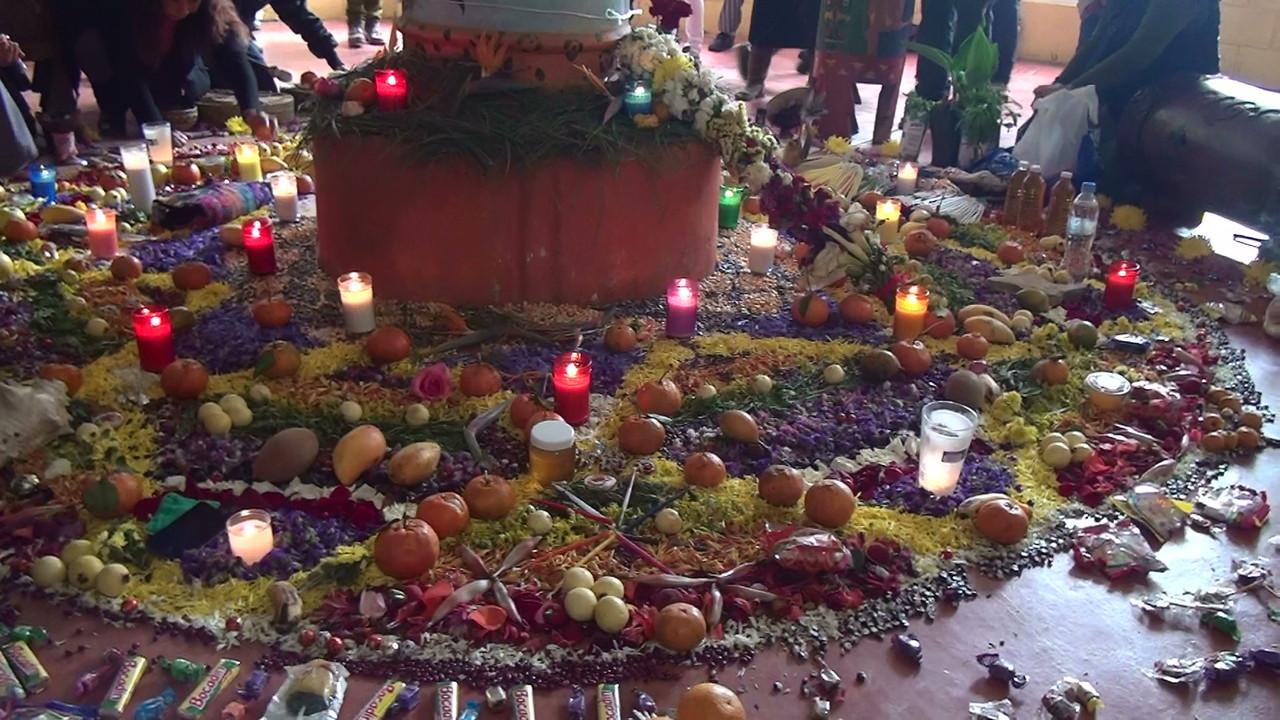 ... and at the solstice ceremony place/... y en el lugar de las ceremonias de solsticio