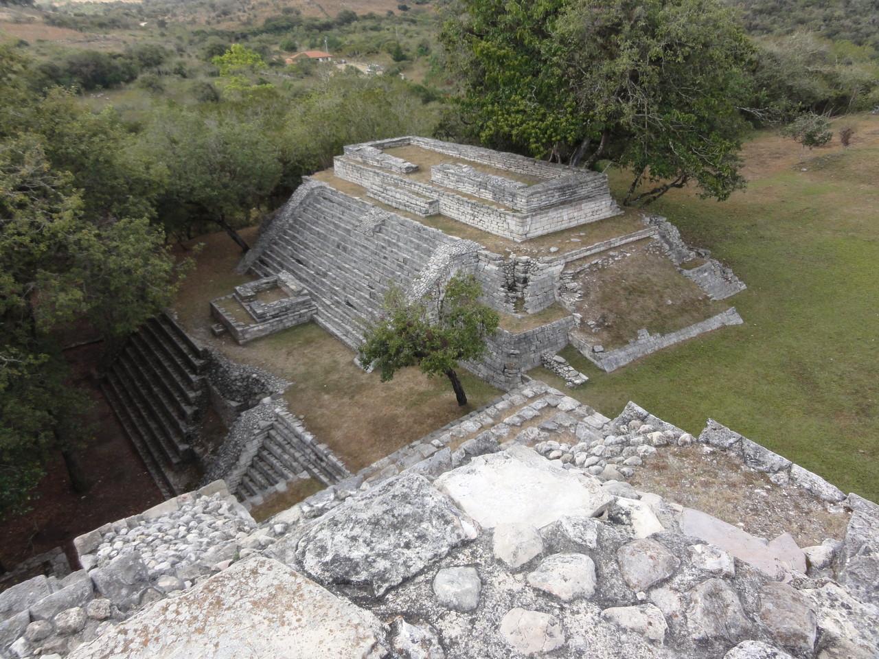 on the highest pyramid / en la pirámide más alta