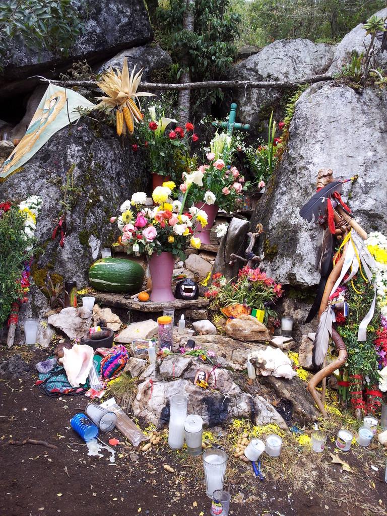 vibration of the altar in the mountain... / vibración del altar en la montaña...