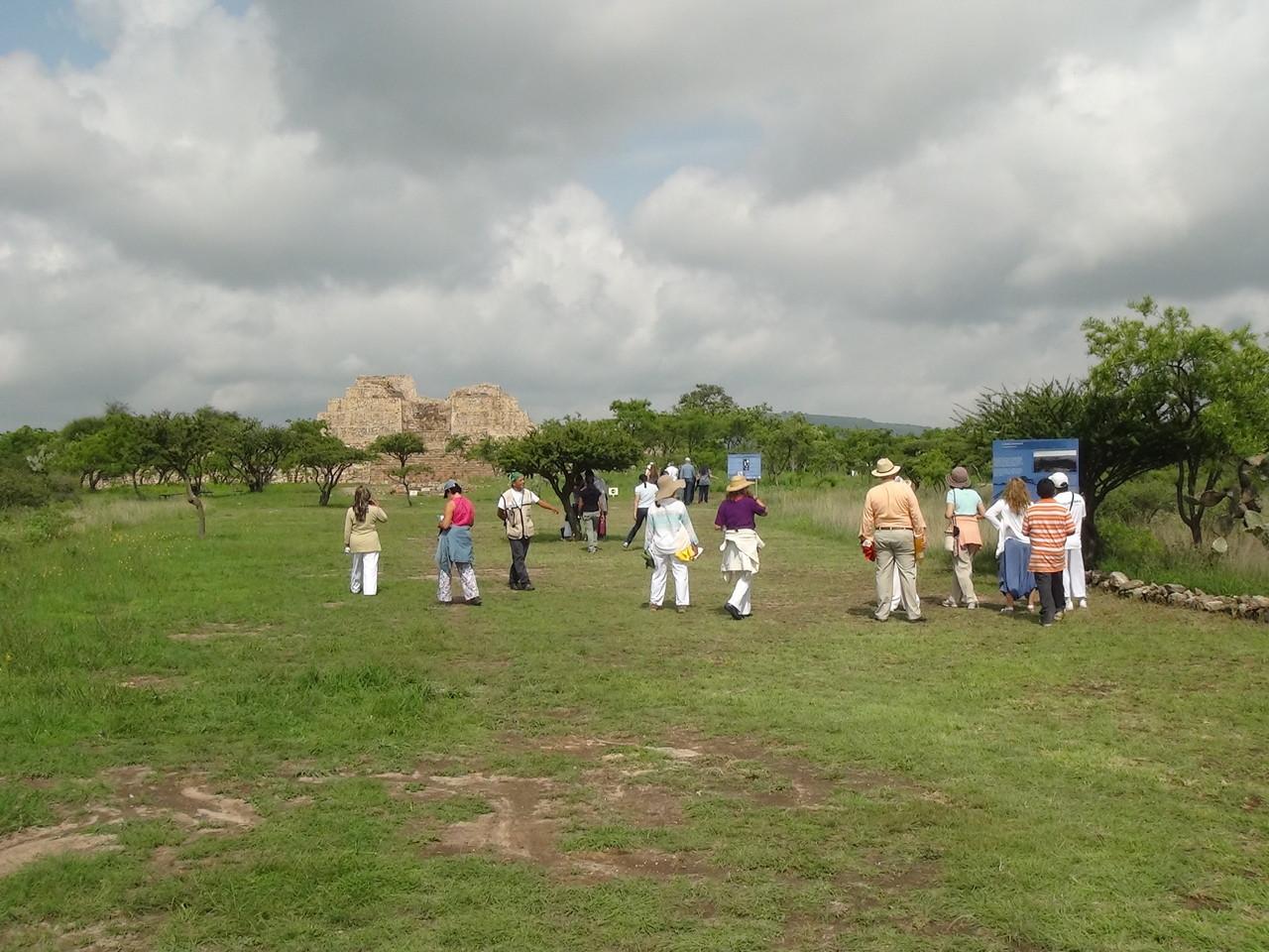 Pyramid / pirámide Cañada de la Virgen (near/cerca de San Miguel de Allende)