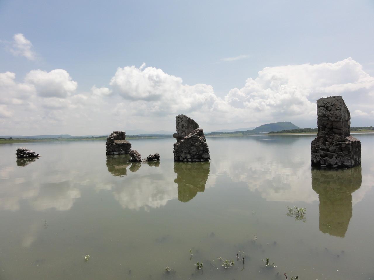 el agua tenía un magnetisma especial como escondiendo un misterio antiguo