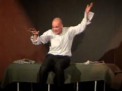 Me concedo mi reto mayor como actor y actúo del Diario de un Loco de Gogol en unos festivales en México.