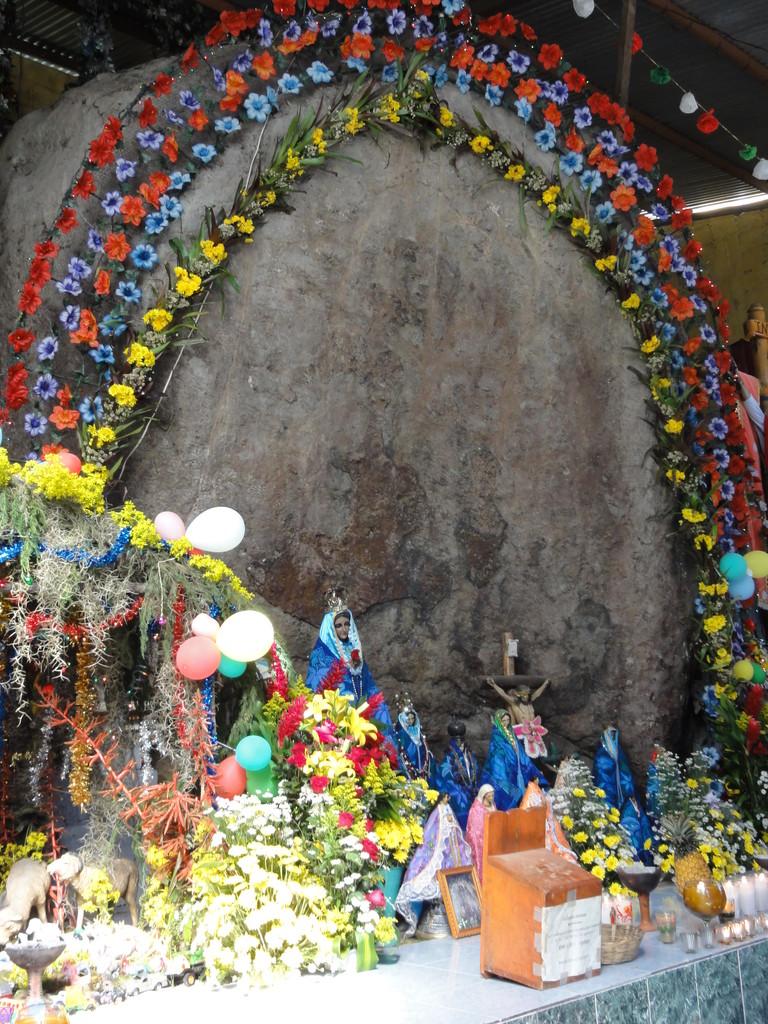 la piedra del Huitepec con la aparición de la Virgen en San Cristóbal