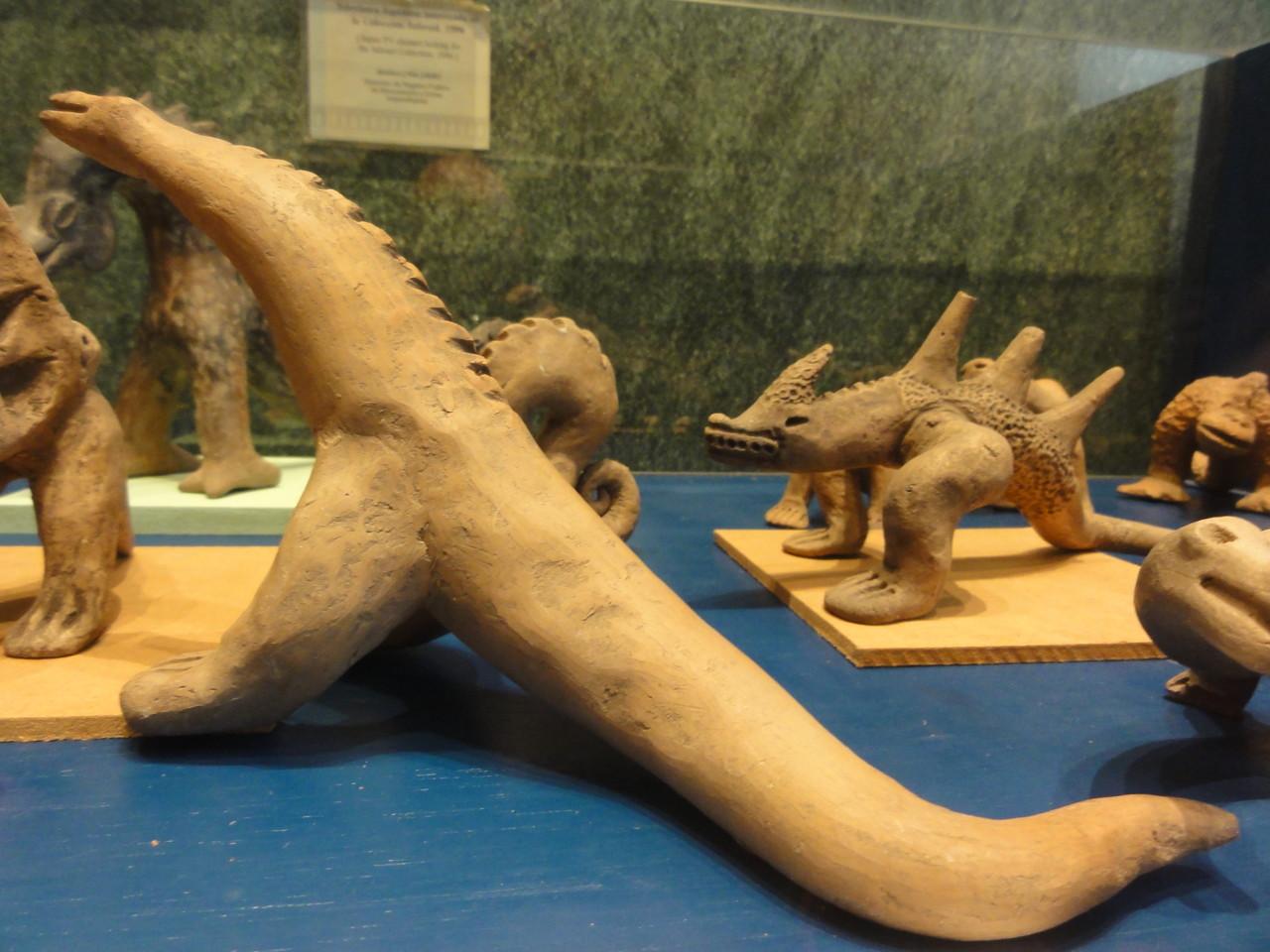 las famosas y controversas figuras de dinosaurios con seres  humanos