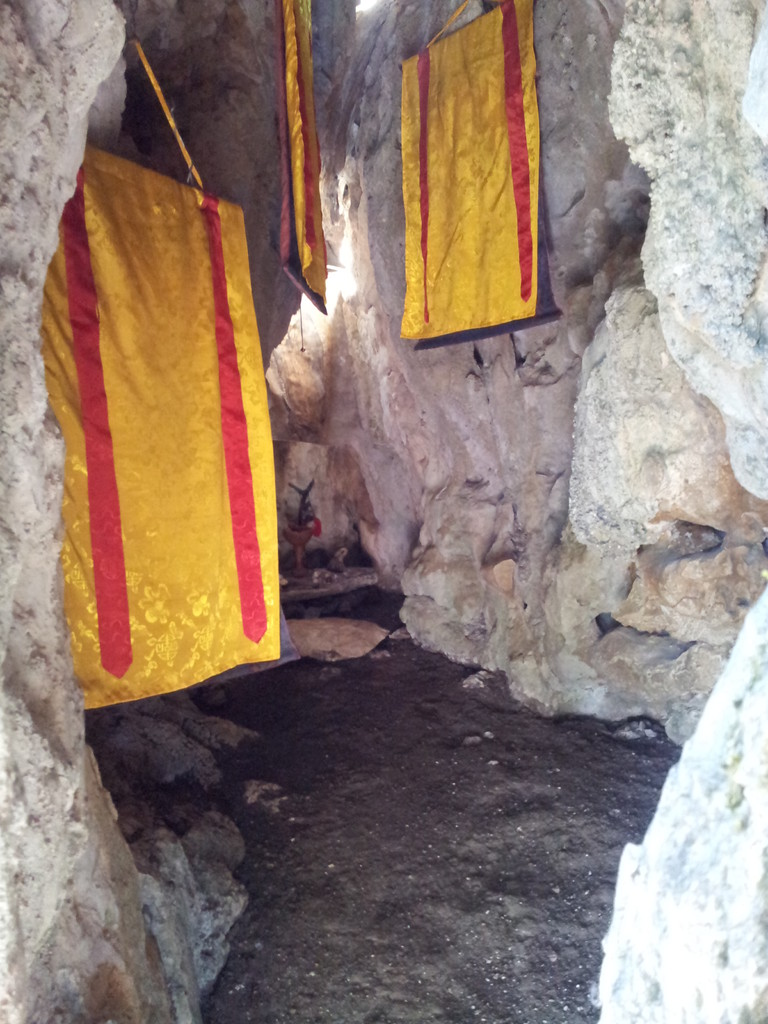 my private retreat in my beloved cave/mi retiro privado en mi querida cueva