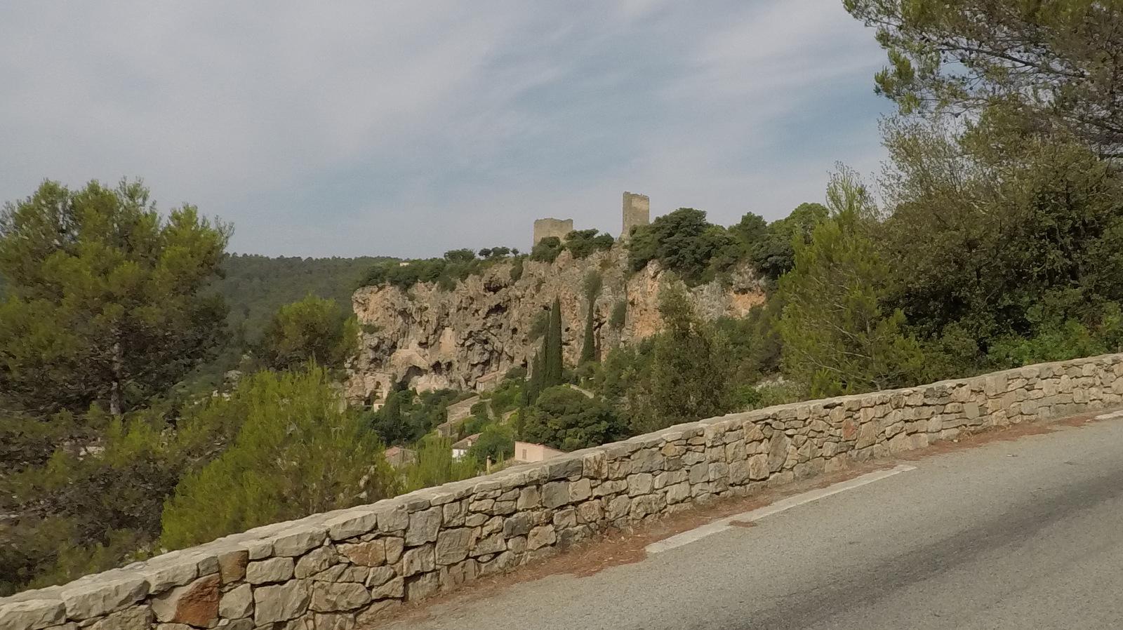 le rocher de Cotignac et ses tours