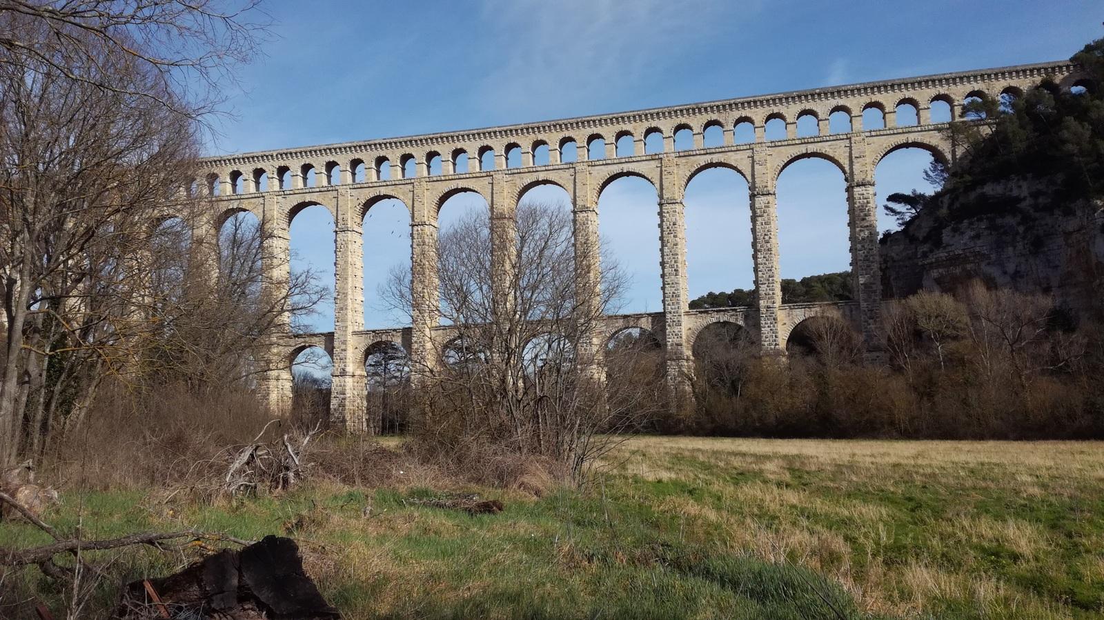Pour le 2ème groupe : l'aqueduc de Ventabren,