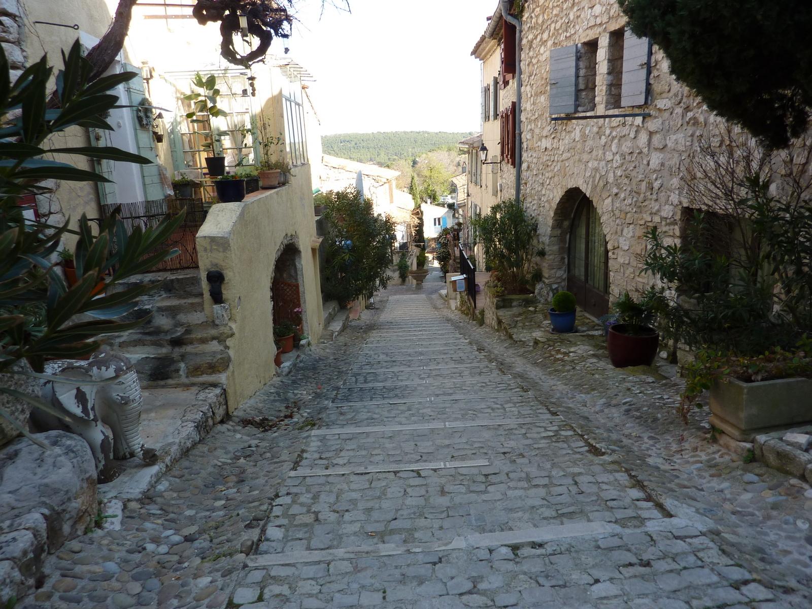 et le village...