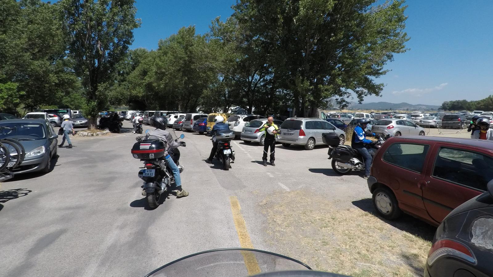 pas beaucoup de places libres même pour des motos !