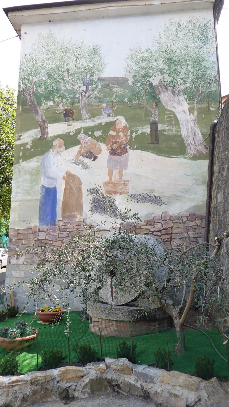 à l'entrée du village de Valloria ....