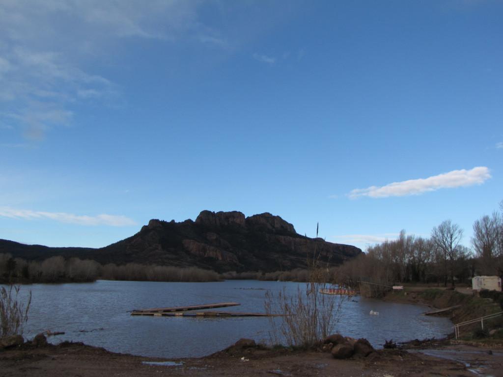 lac de l'Arenna et rocher de Roquebrune