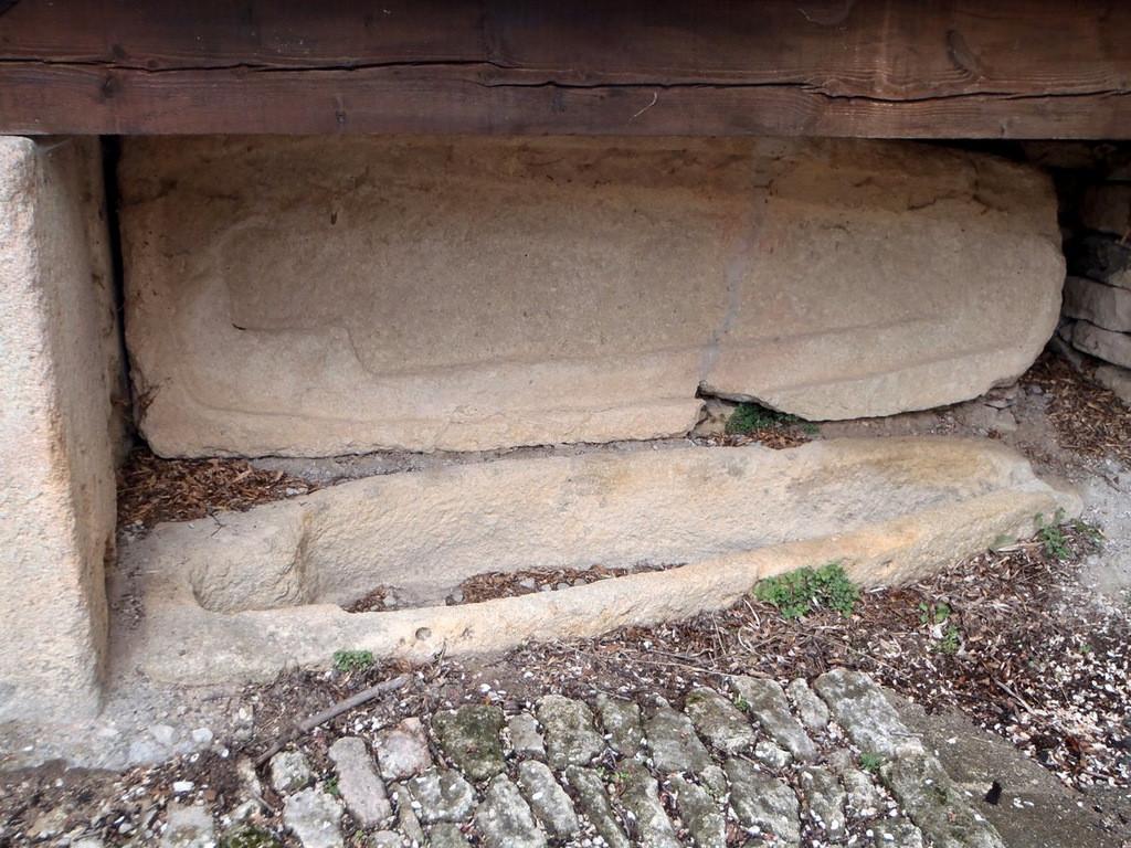 tombe taillée dans la roche