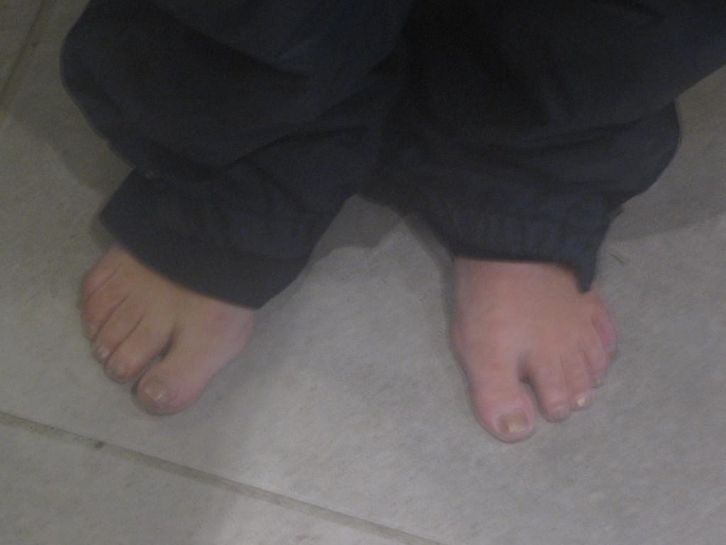à qui ces pieds ???