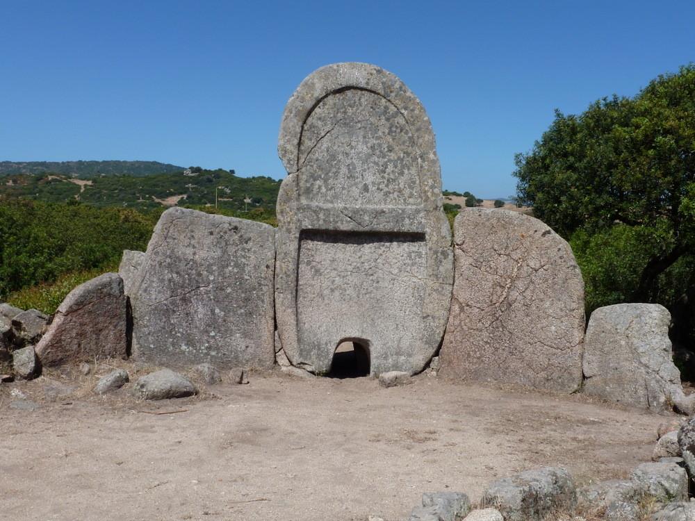 la tombe des géants de S'ena et Thomes