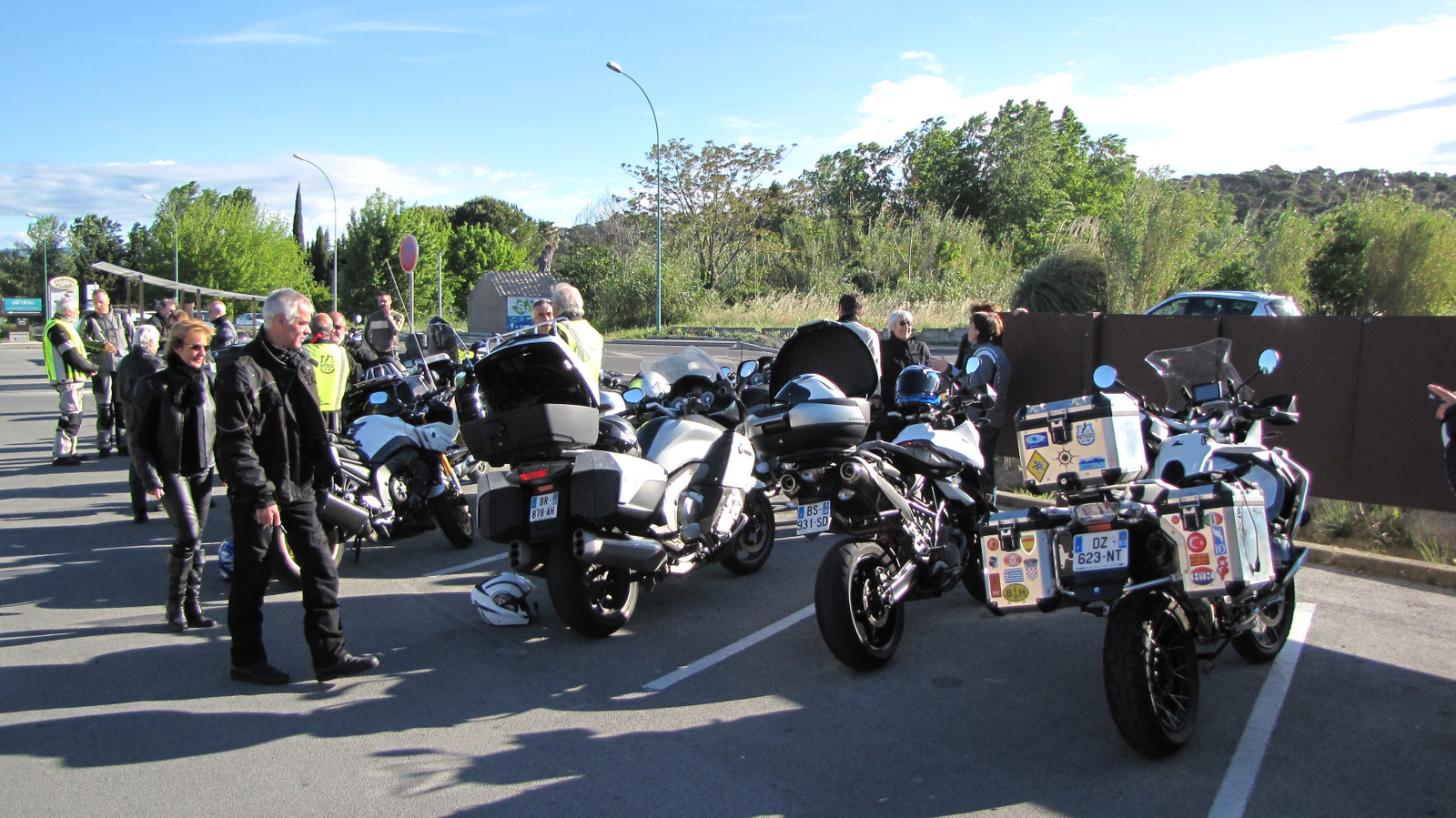 30 personnes ... 17 motos ...