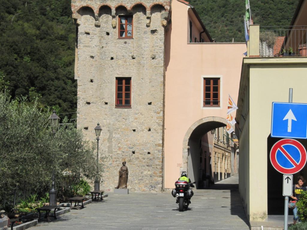 entrée dans le village médiéval de Zuccarello