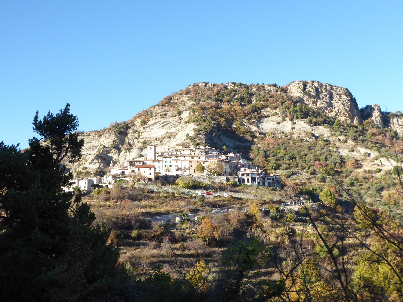 village de Les Ferres et le mont St Michel (792m)