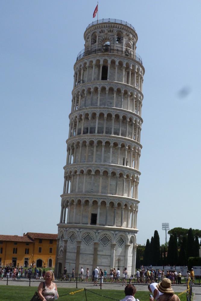 Pise - la tour (elle penche à droite)