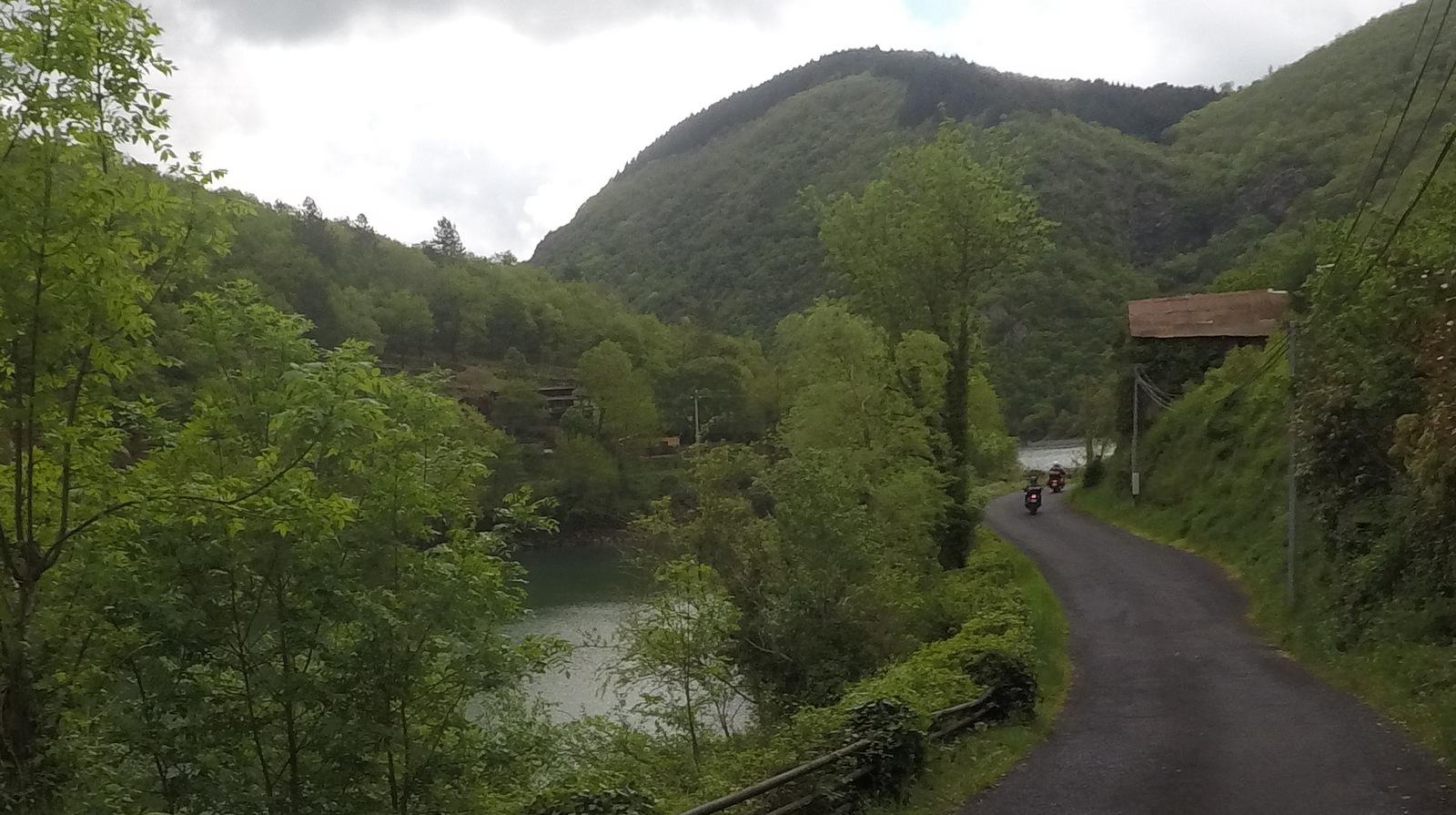 petite route bucolique