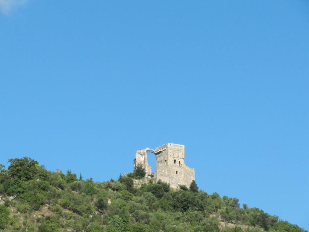 ruines du château des marquis Del Carretto  XII ième siècle