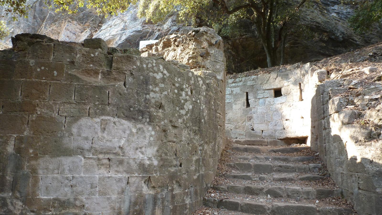 entrée (des restes) du château