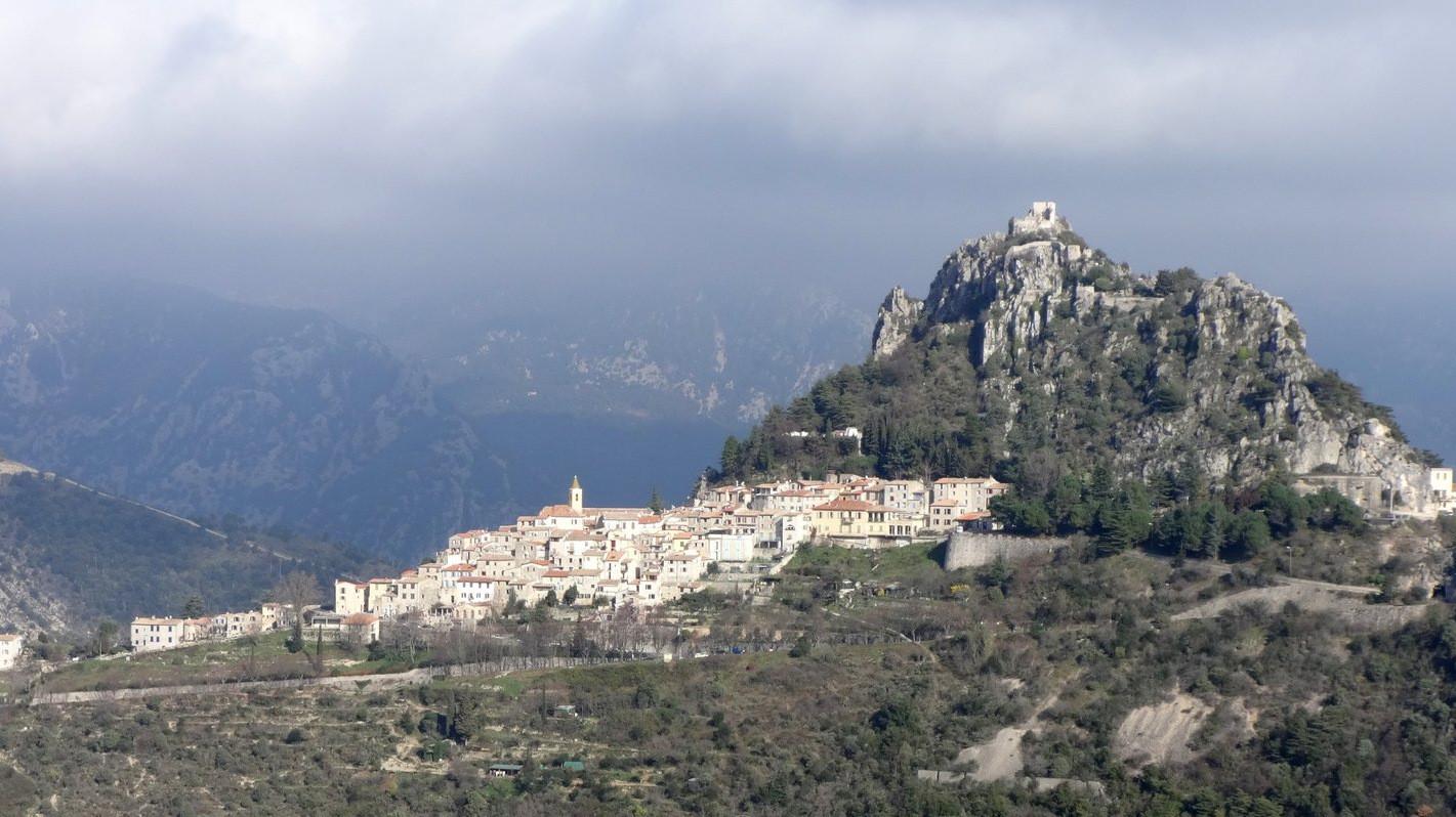 Ste Agnès et son château