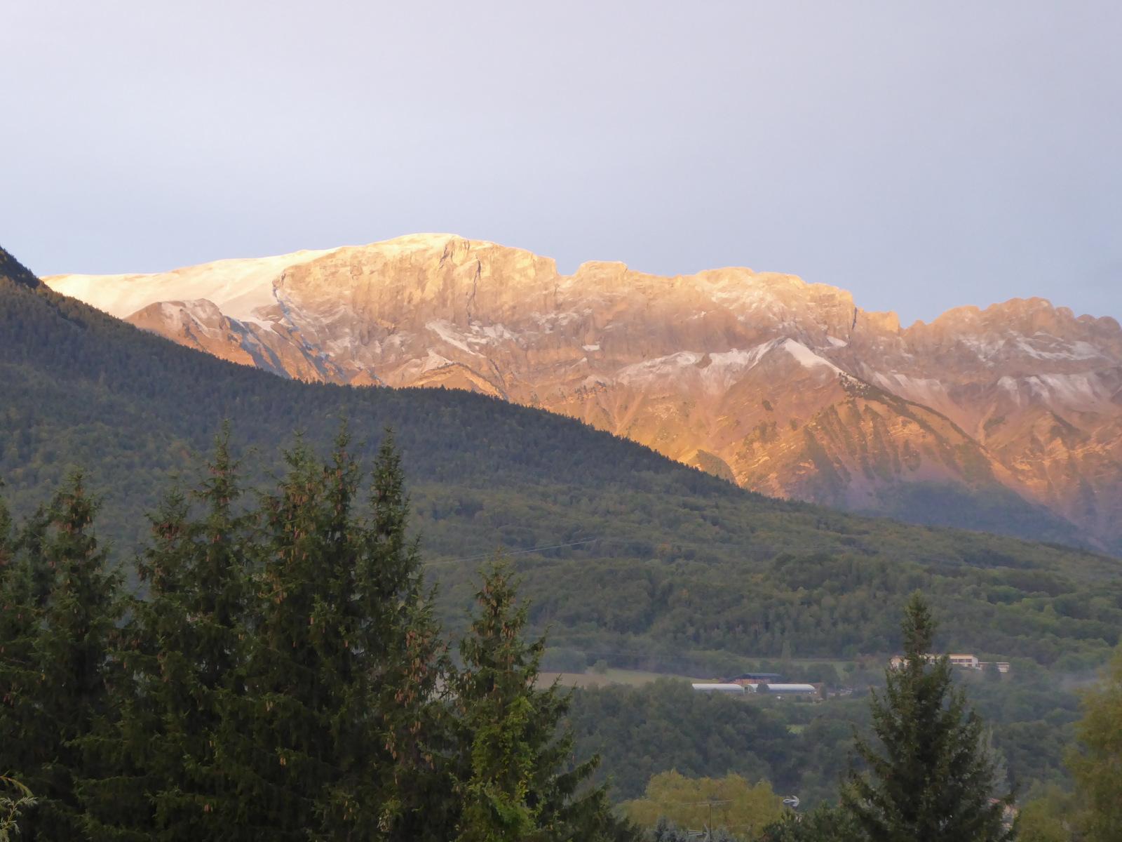 ... il a neigé cette nuit sur les sommets !!!