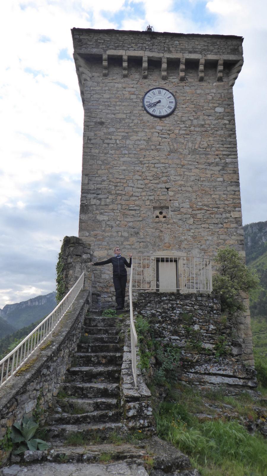 ... jusqu'à la tour ...
