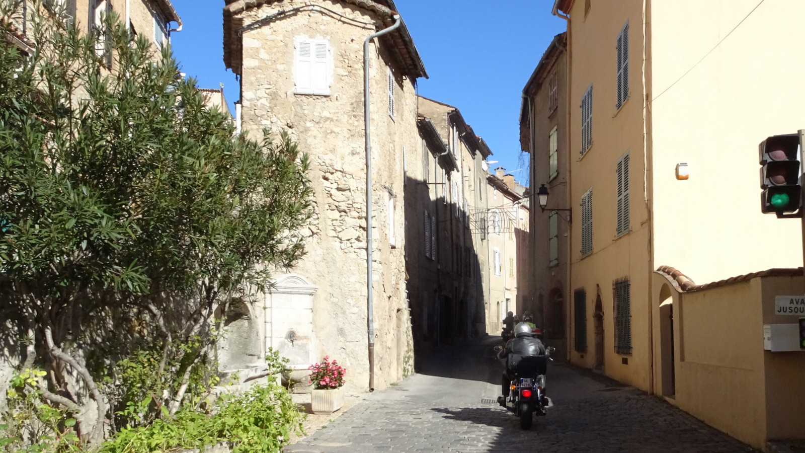 passage à Entrecasteaux