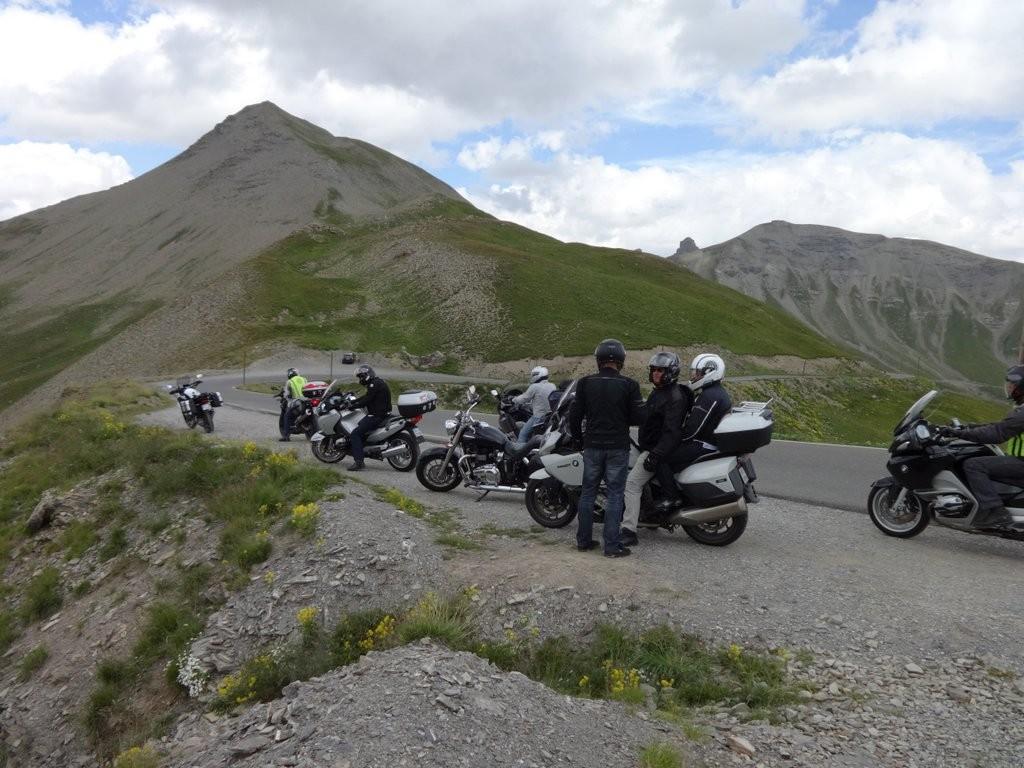 regroupement sur la descente de la Bonette