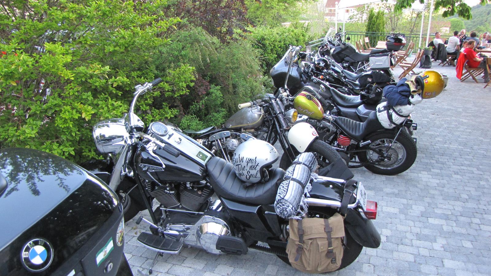 un autre groupe de motards ...