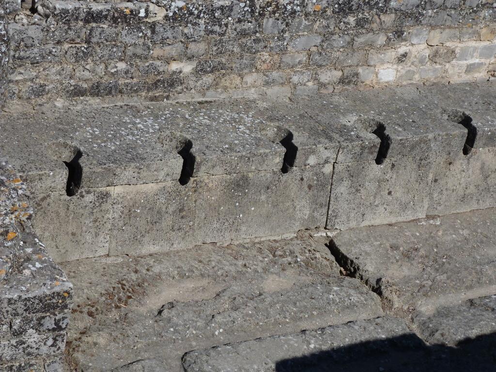 site antique de la Villasse : latrines des thermes