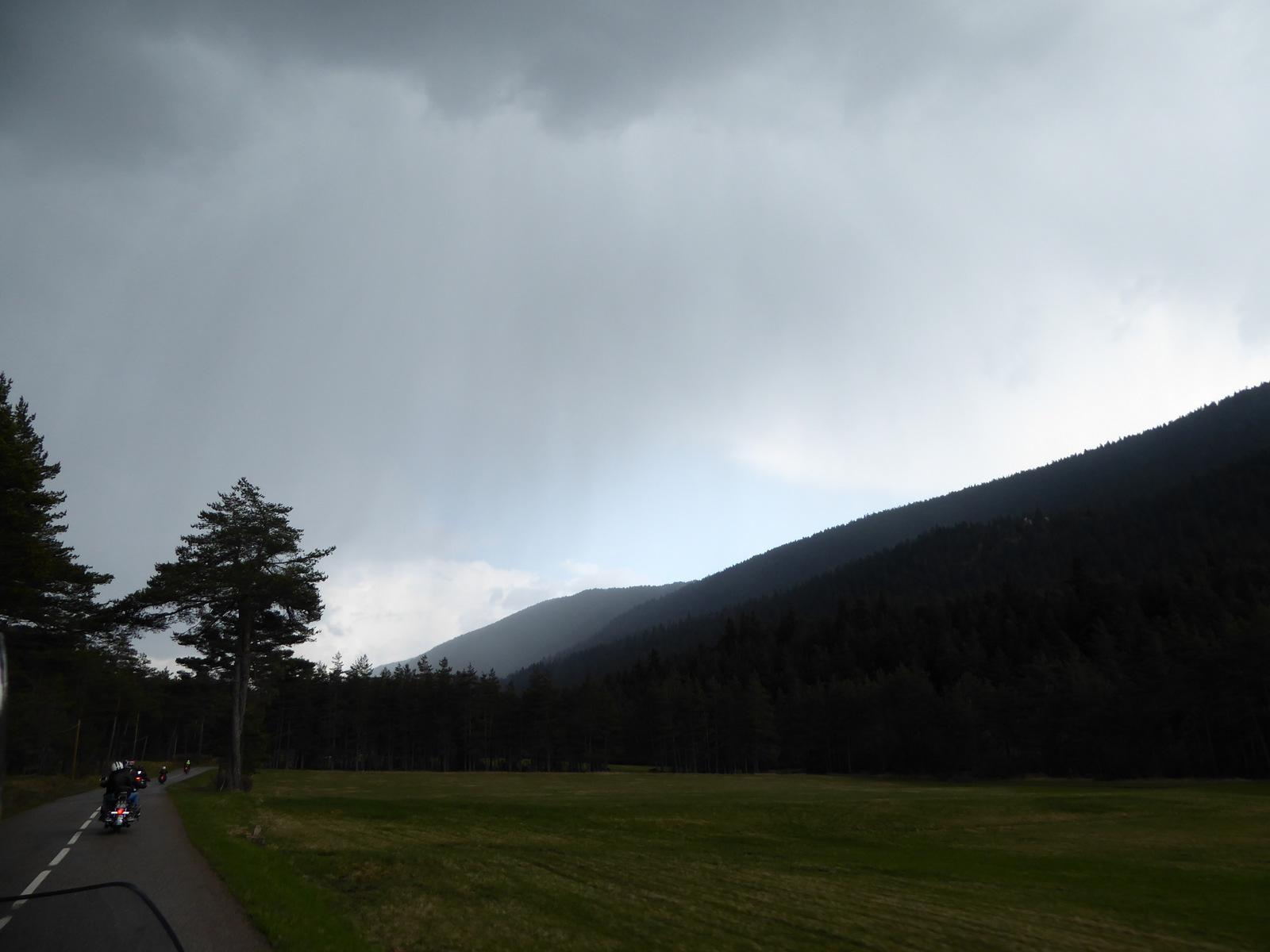 l'orage gronde ...