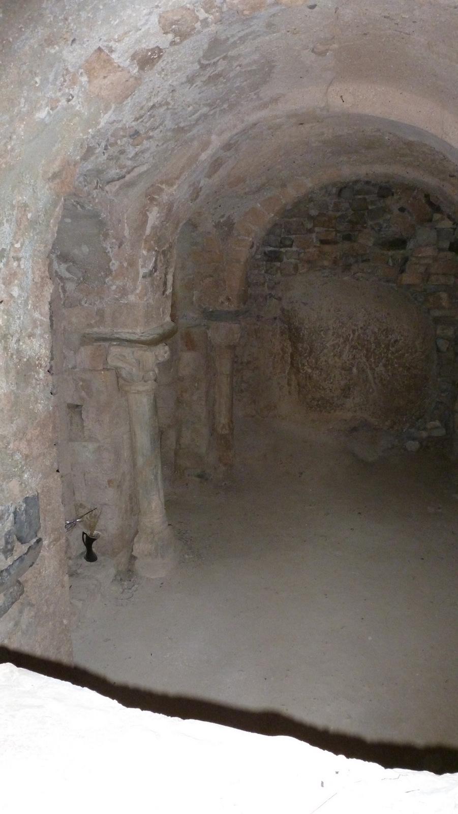 Crypte et pierre de fécondité de N.D de Dromon