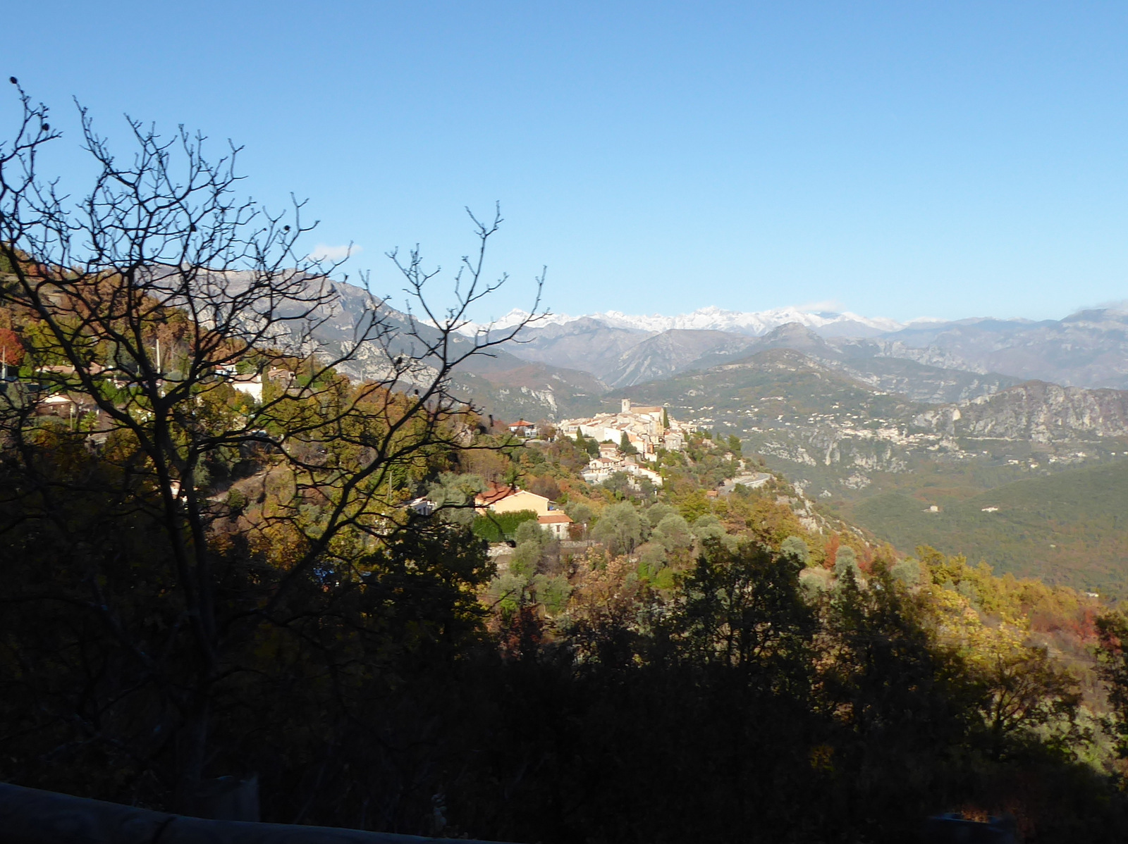 village de Bouyon et Mercantour enneigé