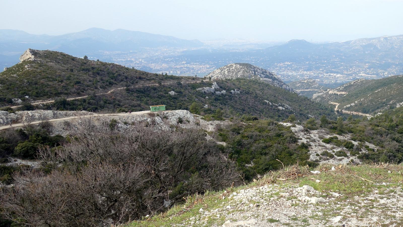 vue du col de l'Espigoulier vers ... Marseille !