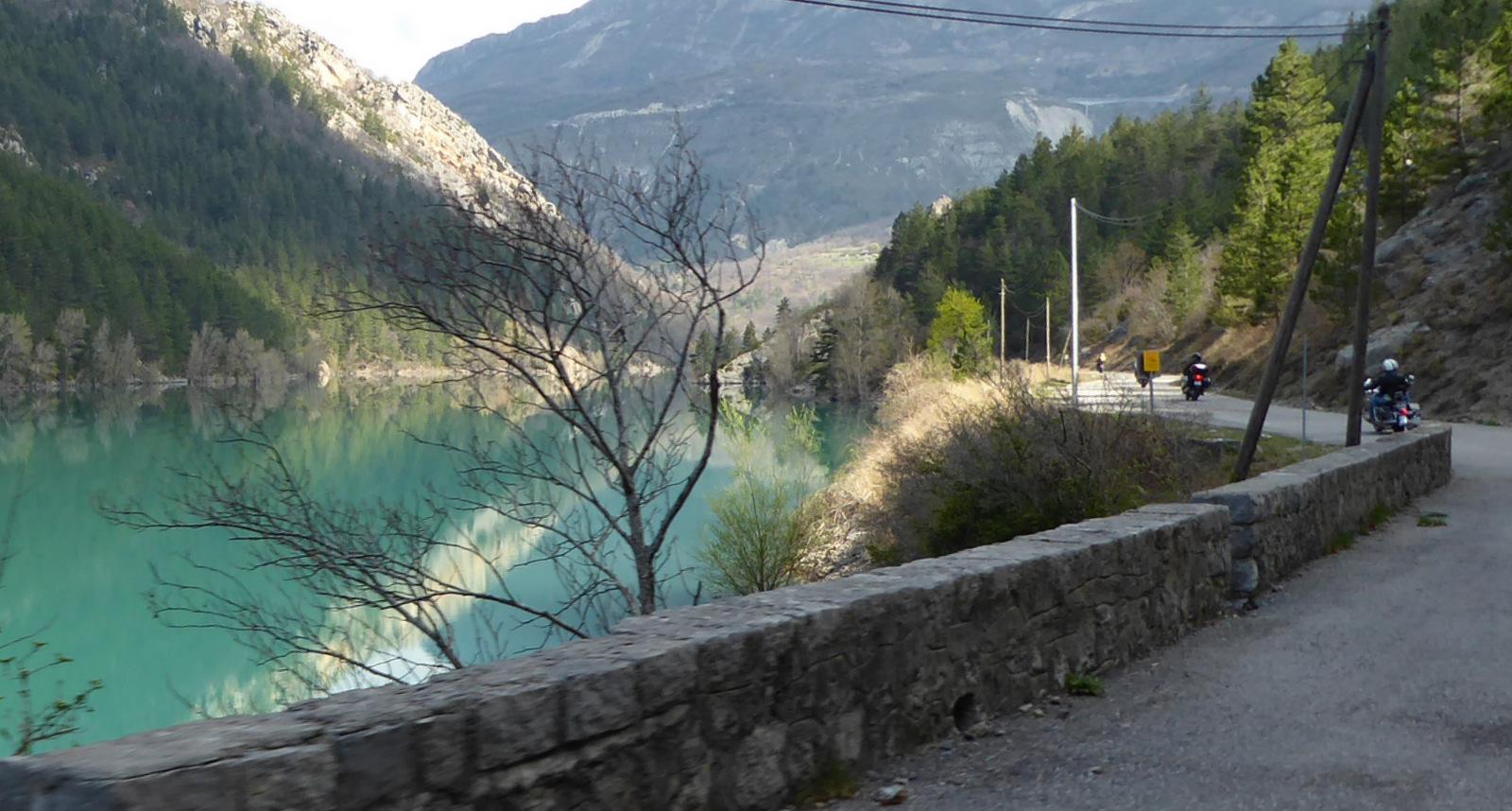 le long du lac de Chaudanne