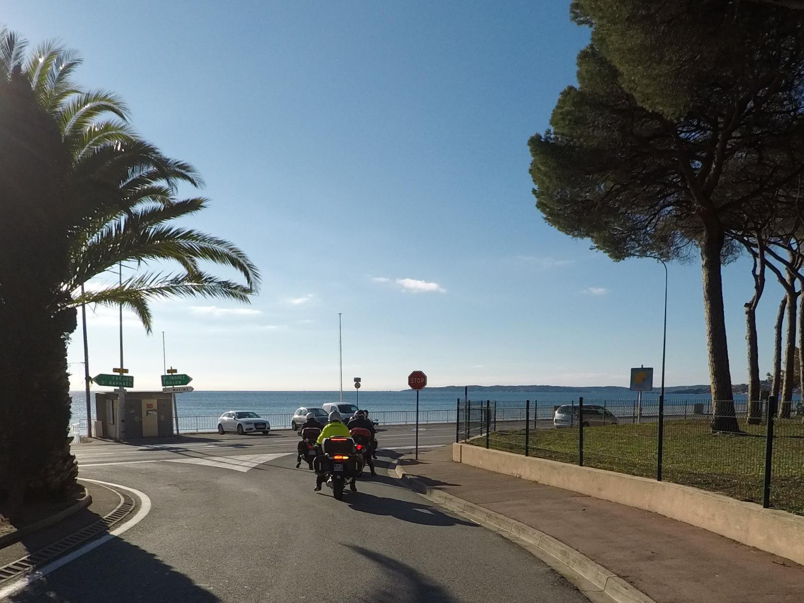 en face, la presqu'île de St Tropez