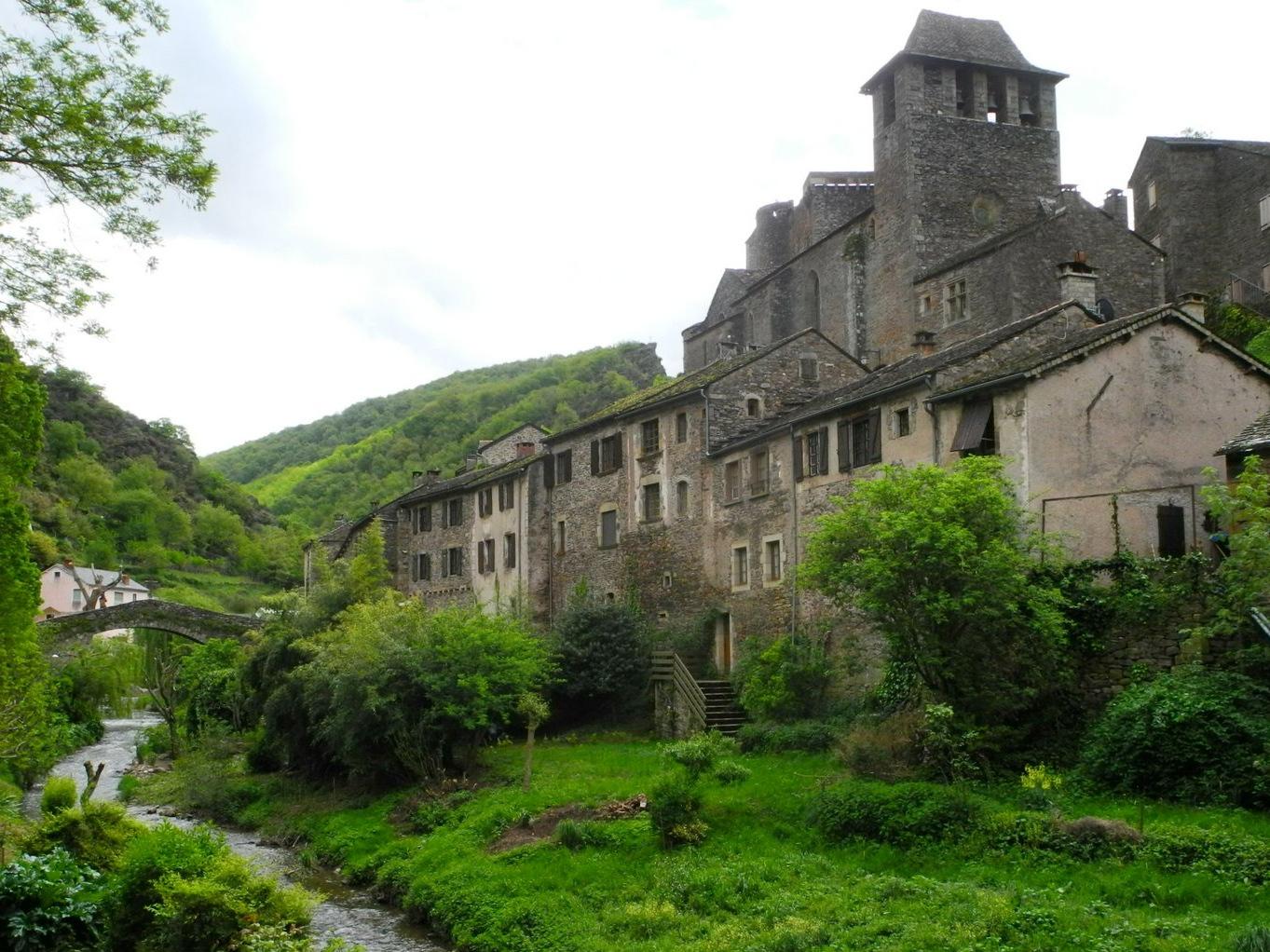 stop à Brousse le Château ...