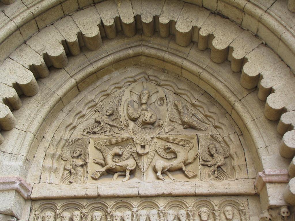 détail du portail de l'église