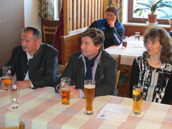 Gemeinderat und Sportreferent Herr Christian Bäck (Mitte), sowie Geroldshauser Gemeinerat Sylvester Kohlhuber