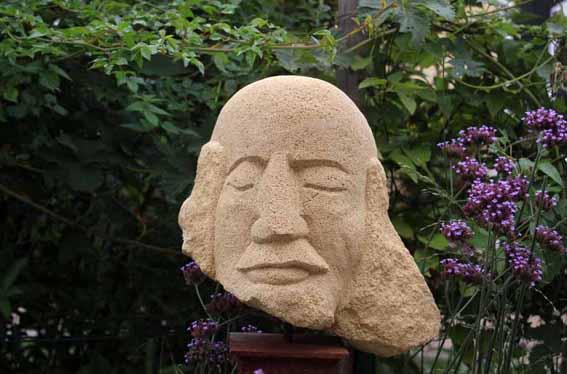 Sandsteinkopf (steht in Freiraum e Piu)