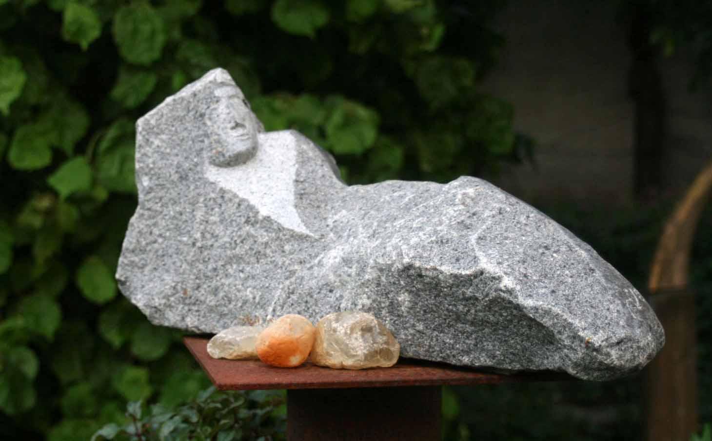 """""""Liegende"""" Granit 47x22 cm"""