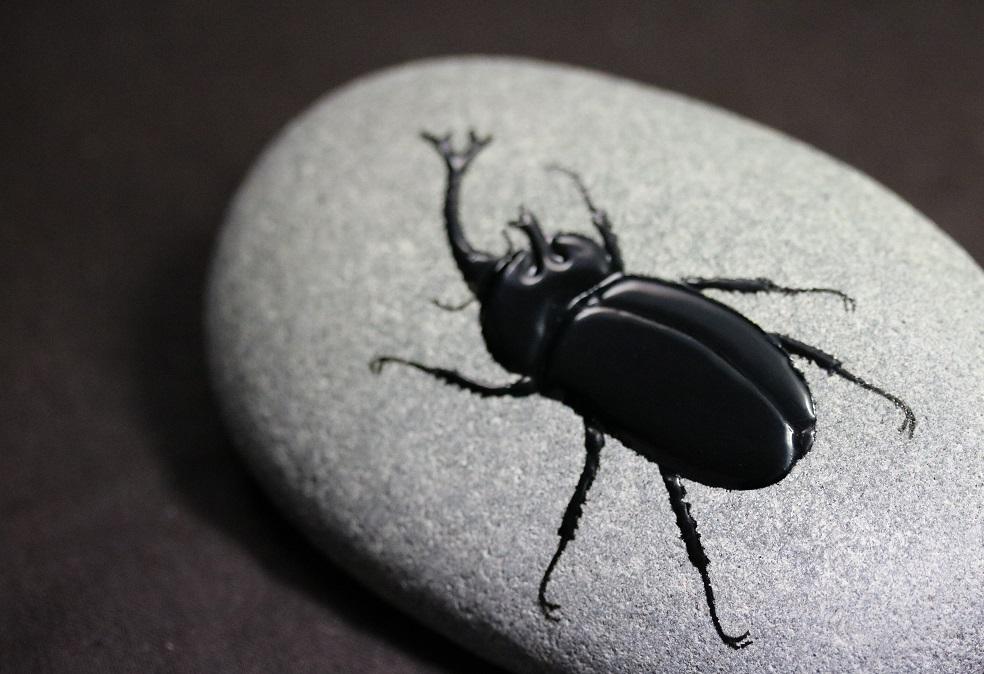 能登自然石うるし絵  カブトムシ