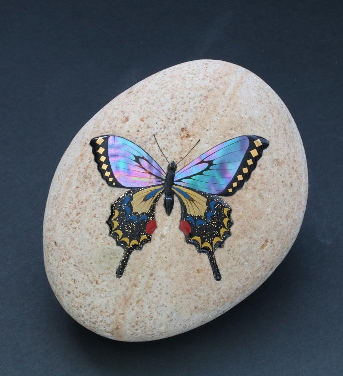 能登自然石蒔絵   蝶
