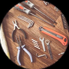 Werkzeuge auf einem Tisch