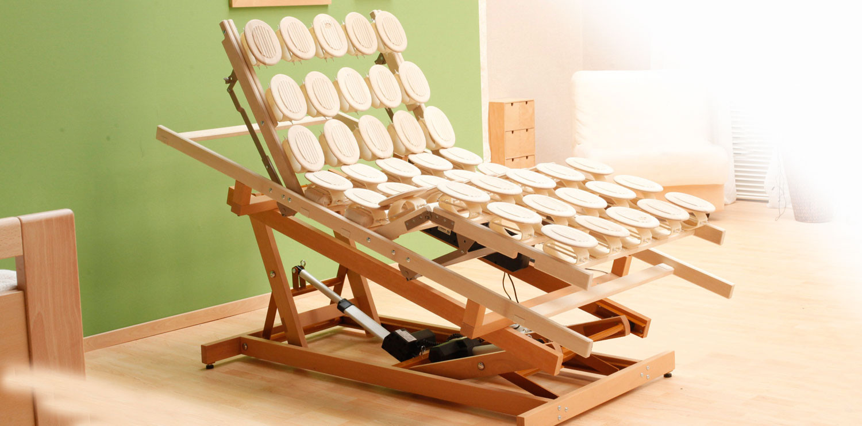 die innovative holz hebehilfe bringt mehr komfort m belmanufaktur gruber zirbenbett. Black Bedroom Furniture Sets. Home Design Ideas